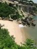 Вид на уединенный пляж на Бали