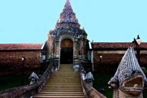 Храм Ват Пратат Лампанг Луанг